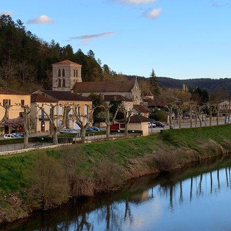 Luzech, France: chapelle de l'ile  au bout de la chemin  dans les bois, pres de L'amourette d'Olt