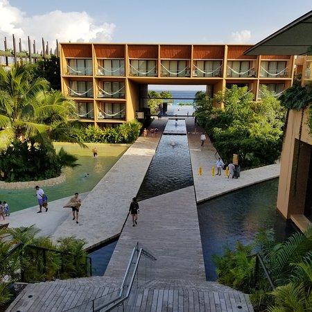 Essertines-en-Châtelneuf, France : Voici quelques photos de l'hôtel Xcaret Mexico. Une place de rêve.