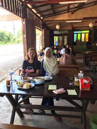 ขอบคุณที่มาอุดหนุน ร้านข้าวซอยเจ้าซิง ดาราที ชาแม่แสะ ชาป่าร้อยปี หมู่บ้านแม่แสะ ทางหลวง 1095 เชียงใหม่ แม่มาลัย-ปาย Thank you for coming Raan Khoa Soi Jae Sing & DARA TEA House. Baan Mae Sae Village, Route 1095, Chiang Mai, Mae Malai-Pai.