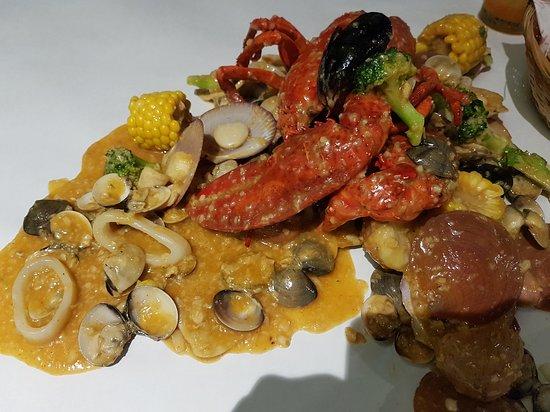 蒜蓉牛油醬海鮮(龍蝦, 扇貝, 青口, 蜆, 魷魚)