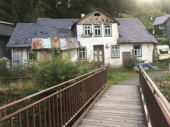 Steinach, เยอรมนี: Ein Straße hinterm Hotel - typisch Thüringer Wald ;-)
