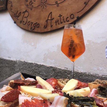Диаманте, Италия: Spriz del Borgo, con ottimo tagliere di salumi e formaggi Calabresi. 😍