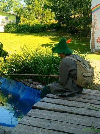 孤独に釣りするスナフキン
