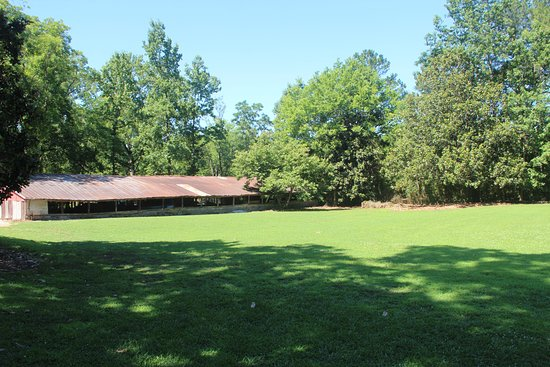The Gillen House Bed And Breakfast: The Big Barn and back field