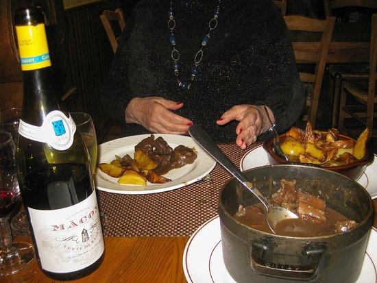 Chissey-les-Macon, France: Hirschgulasch