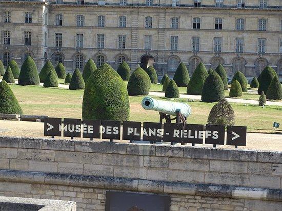 Esplanade des Invalides, París, Francia