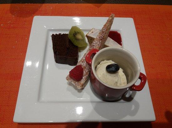 Philippeville, Bélgica: Un café très gourmand...