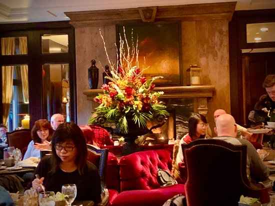 Warm And Cozy Atmosphere Picture Of Bacchus Restaurant Lounge Vancouver Tripadvisor