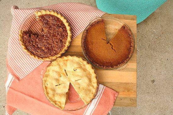 Newbury Park, קליפורניה: Try the pie! It's gluten free and A-mazing!