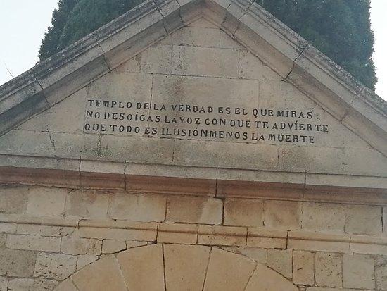 Rabe de las Calzadas, Испания: Cementerio.
