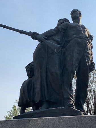 Crespi d'Adda, Italy: Un monumento dedicato ai lavoratori