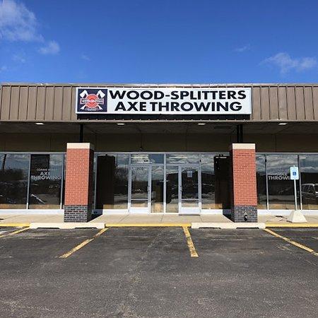 Wood-Splitters Axe Throwing