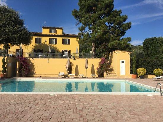 Serravalle Pistoiese, Italien: Villa Bracali dalla piscina