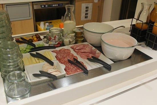 ibis budget Geneve Petit Lancy: 朝食ビュッフェ(コールドミール)