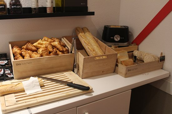 ibis budget Geneve Petit Lancy: 朝食ビュッフェ(パン)