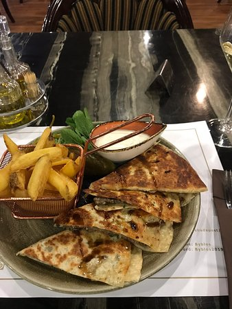 I AM EATING LOVE! Went here the second time during my short visit in  Budapest, food overall in this city is very good, but this restaurant is  exceptional! I was never a