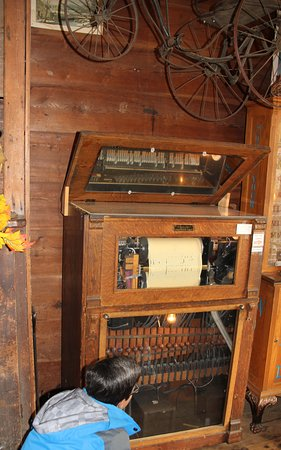 Player Piano that still works  in Old Sautee store!