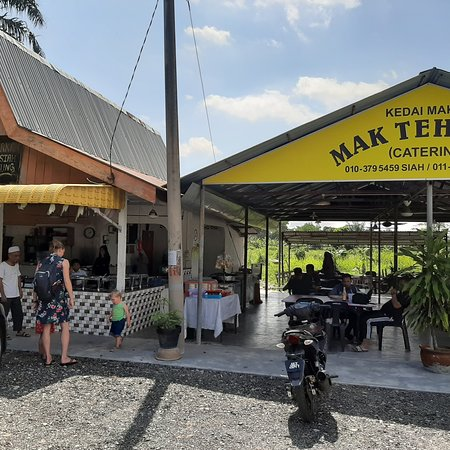 Beruas, Malaysia: Nice restaurant with delicious food. Many locals, big buffet. Terrific flavours, really nice host. Worth a visit when you're heading for pulau pangkor!