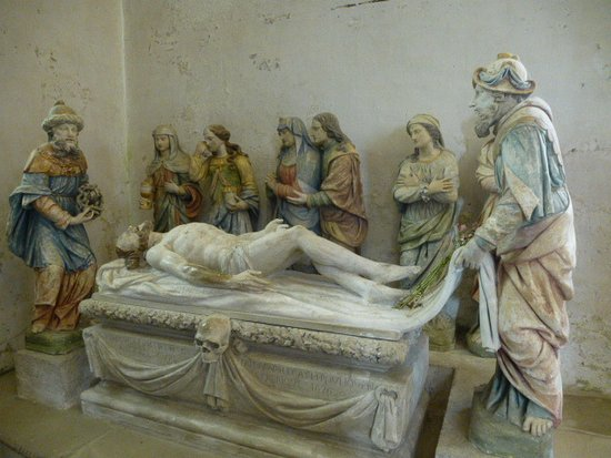 Lampaul-Guimiliau, Fransa: Mise au Tombeau (XVIIè) Tuffeau polychrome