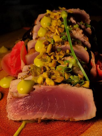 Sushi Yang: Atum selado com crosta de pistache, servido com cogumelos salteados, legumes e creme de abacate caseiro! prato criado por nosso Chef Yan Azevedo para o festival gastronômico de Arraial d´Ajuda, que agora faz parte do nosso cardápio!
