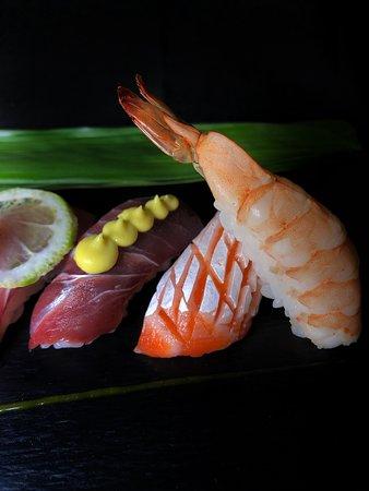 Sushi Yang: Trio de Niguiris - Camarão, barriga de salmão e Xaréu com creme de abacate!
