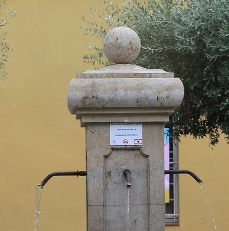 Fontaine Place Paul Comte