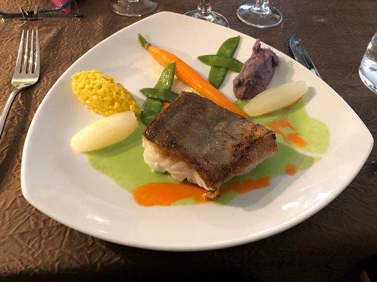 Echassieres, ฝรั่งเศส: Un poisson cuit juste ce qu'il faut.