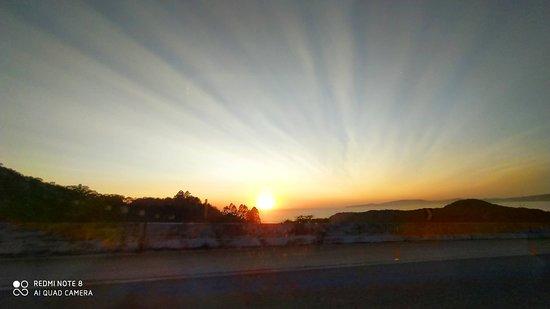 Morro do Boi - sol nascendo