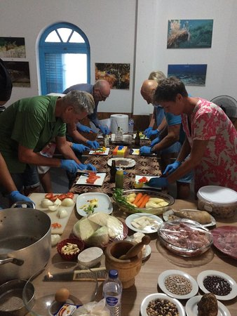 Tudsab Cape Verde Activities: All participant in the kitchen preparing the Cachupa