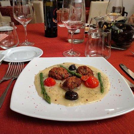 Polpette con Asparagi e Pomodorini in crema di Verdure
