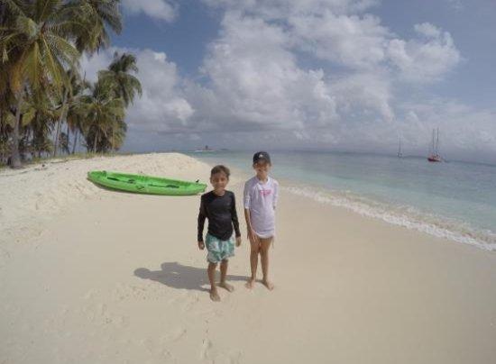 Isla Tigre, פנמה: Unos de mis amigos visitando islas de guna yala Panamá