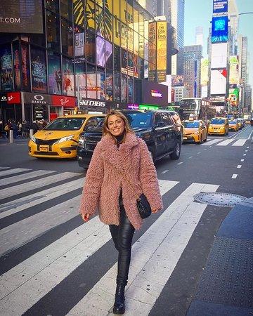 Times Square: Back in New York City, city of my heart! <3  #inviaggioconapple #travel #nyc #newyork #newyorkcity #traveling #unitedstates #timessquare
