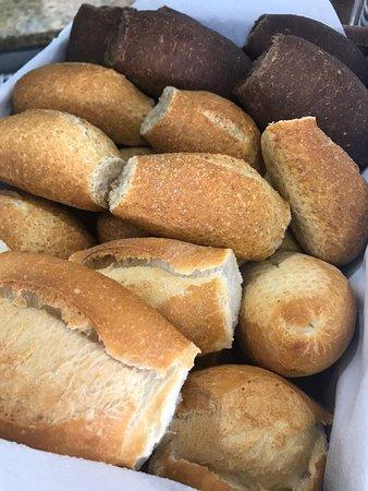Pães deliciosos em nosso Café colonial