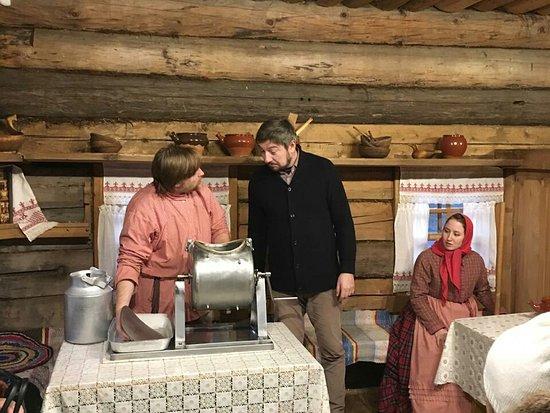 """Semenkovo, Russia: Программа """"Масло само не родится"""" в музее деревянного зодчества под Вологдой!"""