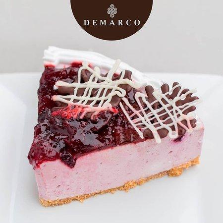 Este fin de semana, escápate a Demarco por un #postre 😄🍰☕ Cheesecake de arándanos.