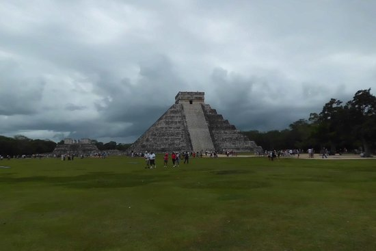 ‪CHICHEN ITZA MEXICO, EIGHTH WONDER TOUR‬