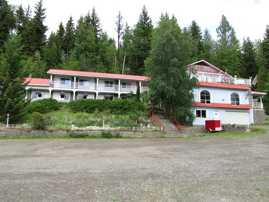 View of the front of motel from the large parking lot