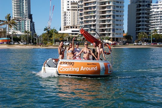 Мейн-Бич, Австралия: Its bikinis and shorts on the Coasting Around boat hire.  Bring the sunscreen