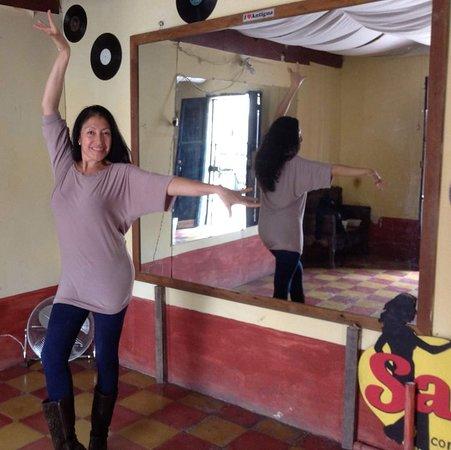 Salsa con Gloria Dance Academy