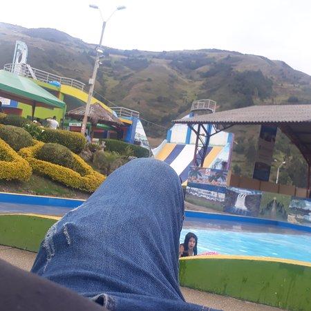 Guachapala, Ecuador: Piscinas, olas artificiales,lugar para pasear con la familia