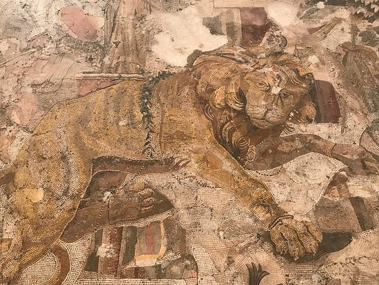 Nápoles, Italia: Example of one of the mosaics on display at the museum
