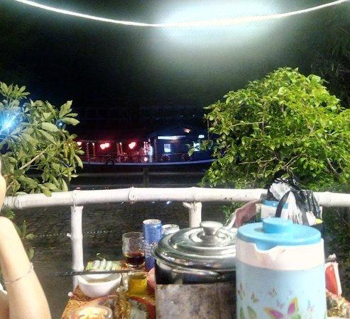 Tu Anh Restaurant : トゥボン川の夜景