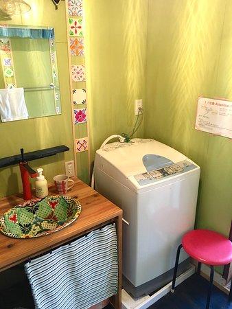 The lavatory, bathroom & wash place. 洗面所、お風呂、洗濯場です。