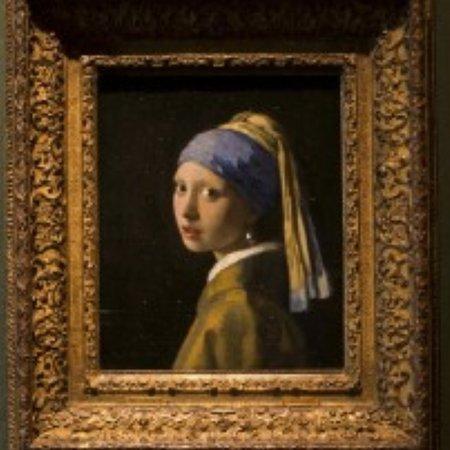 Belanda Utara, Belanda: La ragazza con l'orecchino di perla è  uno  dei dipinti più famosi dell' Olanda capolavoro di johannes Vermeer si trova al museo Mauritshuis  dell' Aia..è un dipinto meraviglioso