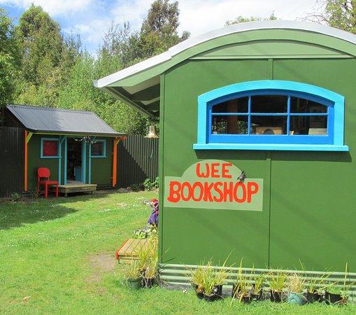 Manapouri, Новая Зеландия: getlstd_property_photo