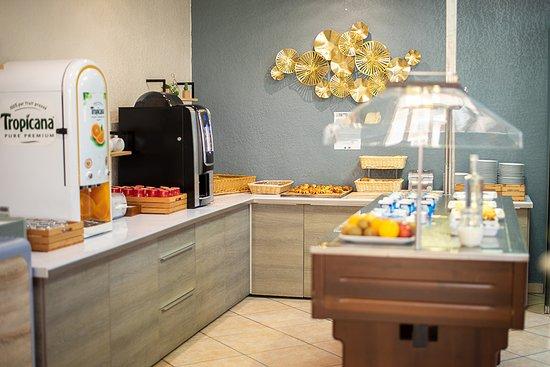 Petit Dejeuner Picture Of Hotel Le Regina Canet En Roussillon Tripadvisor