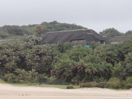 Mazeppa Bay, South Africa: View of the hotel from the beach