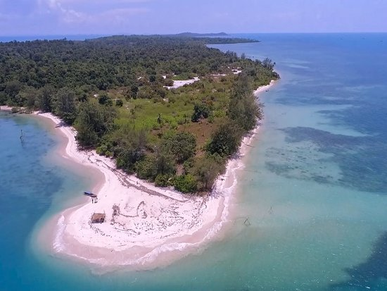 Private Island at Riau Archipelago that you can visit this time has a very beautiful nature. This island is called Karas Island. From here, you can browse inside the island or explore the natural beauty of the underwater.