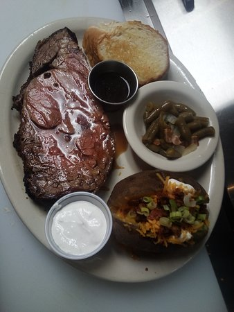 Shingletown, CA: Prime Rib dinner's served every Friday and Saturday nights. All dinners served with soup or salad, choice of baked potato, mashed potatoes or fries, vegetable and garlic bread.
