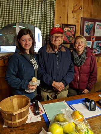 Piney River, VA: A visit with Mr. Saunders for apples and ice cream. Thanks.